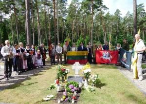 2020-07-04  Ukmergės miesto Dukstynos kapinėse vyko gėlių padėjimas prie pulkininko monsinjoro Alfonso Svarinsko (1925-2014) kapo.